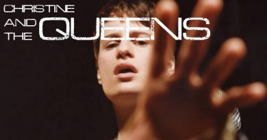 "Christine and the Queens face public videoclipul piesei ""La Marcheuse"""