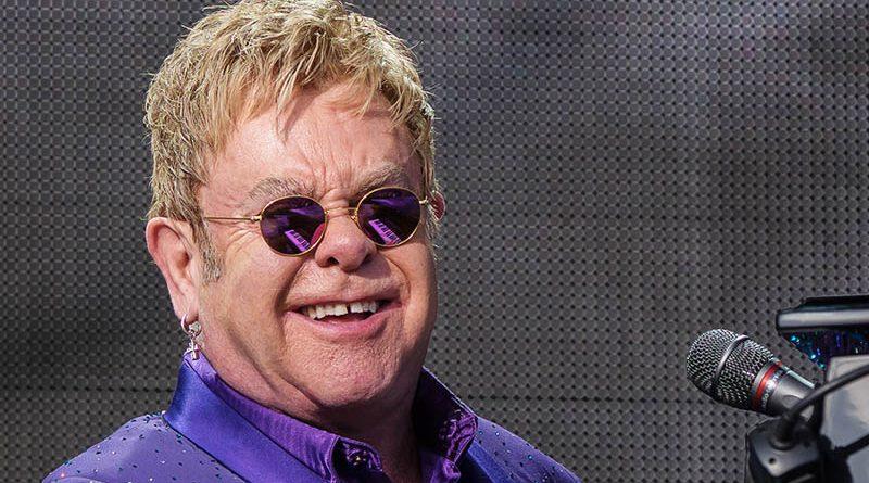 """Elton John lanseaza EP-ul """"Step Into Christmas"""""""