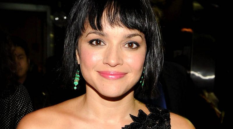 "Norah Jones lansează single-ul ""Take It Away"", feat. Tarriona Tank Ball"