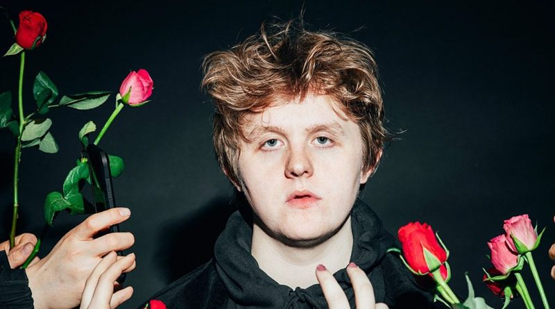 "Lewis Capaldi lansează ""Divinely Uninspired To A Hellish Extent Extended Edition"""